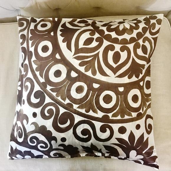 Pottery Barn Lyon Pillow Cover 18x 18 NWT Neutrals